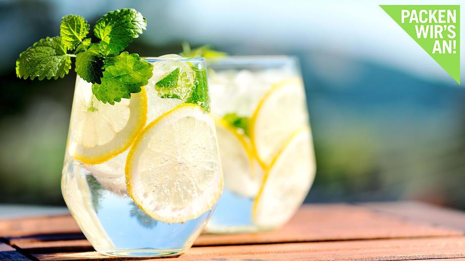 Schmeckt lecker: Die erfrischende Zitronenlimonade ist bei der Zitronendiät sehr wichtig