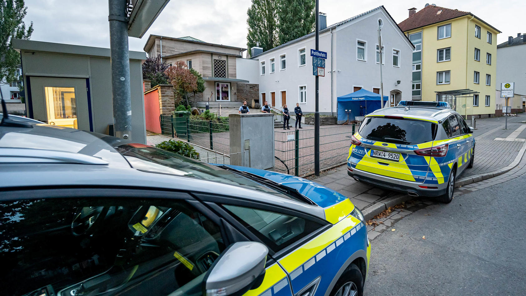 Polizeieinsatz nach möglicher Gefährdungslage an Synagoge in Hagen dauert weiter an.