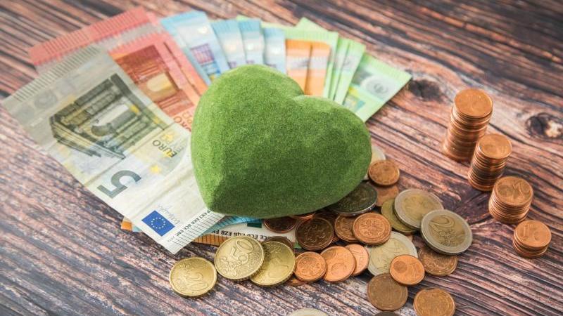 Nachhaltige Geldanlagen sind gut für das Depot. Sie bringen ähnlich gute Renditen wie herkömmliche Geldanlagen. Foto: Christin Klose/dpa-tmn