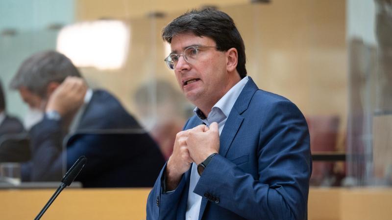 Der bayerische SPD-Fraktionschef Florian von Brunn spricht in München. Foto: Sven Hoppe/dpa-pool/dpa