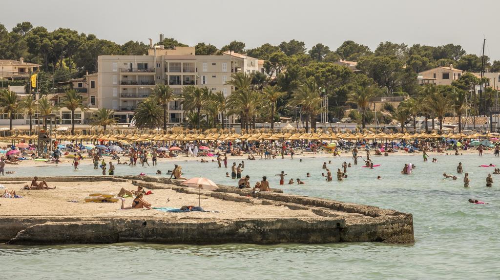 Am Strand von Arenal gibt es wieder viele Touristen.