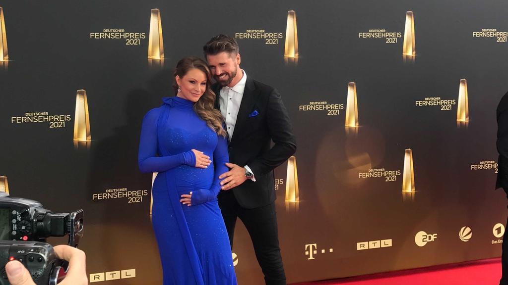 """Jana Julie und Thore Schölermann beim """"Deutschen Fernsehpreis"""" 2021"""