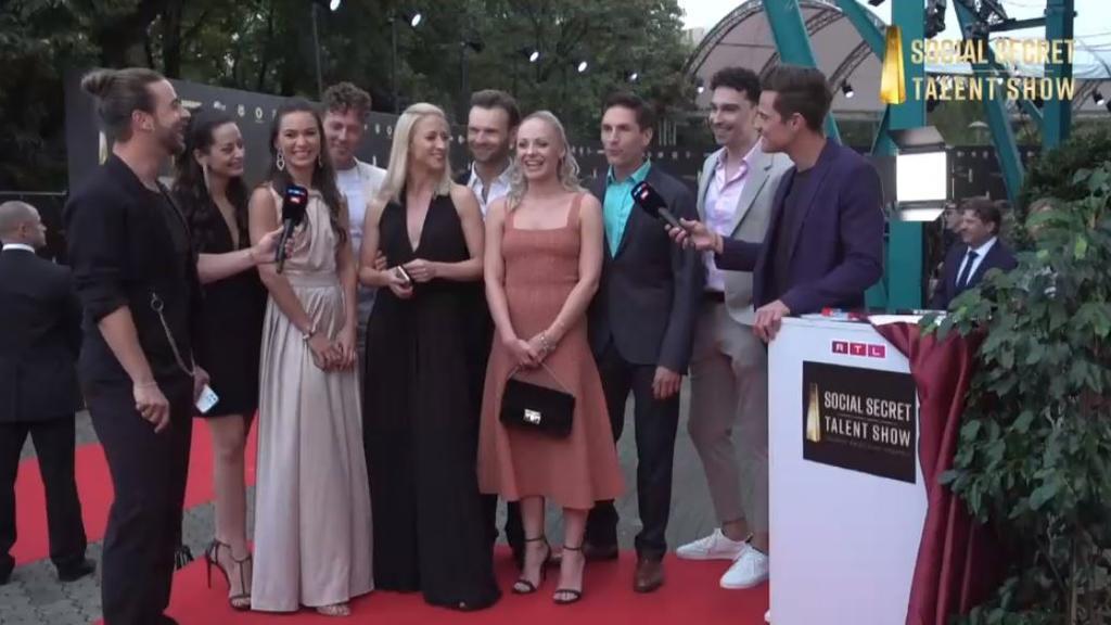 """Das """"Let's Dance""""-Ensemble beim """"Deutschen Fernsehpreis"""" 2021"""