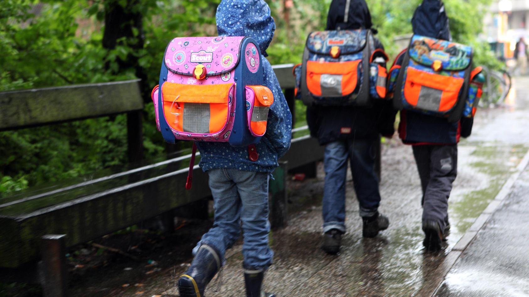In England machten sich drei Lehrerinnen über eine sechsjährige Schülerin lustig.
