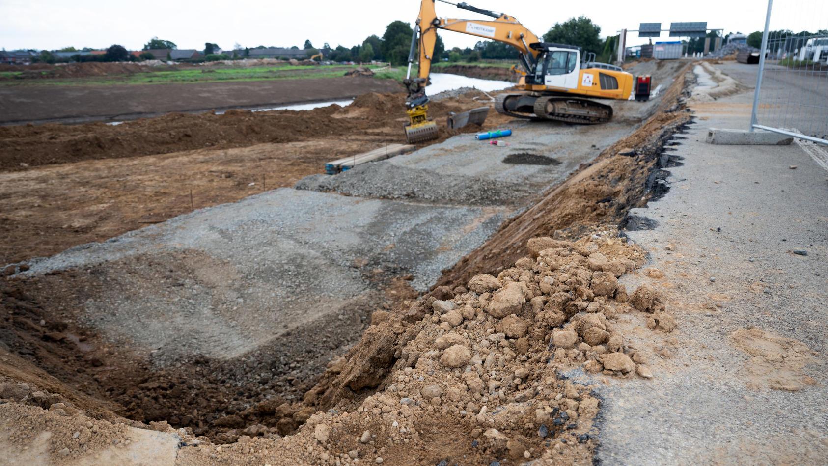 Erste Zwischenbilanz zu den Reparaturen an der A61 und A1 nach Hochwasserschäden gezogen.