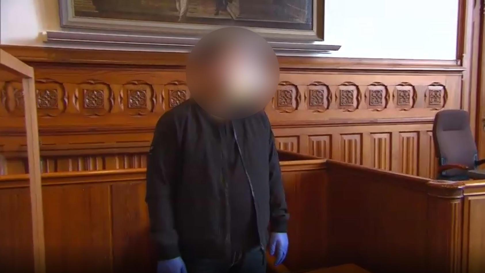 Der Verurteilte vor Gericht in Flensburg