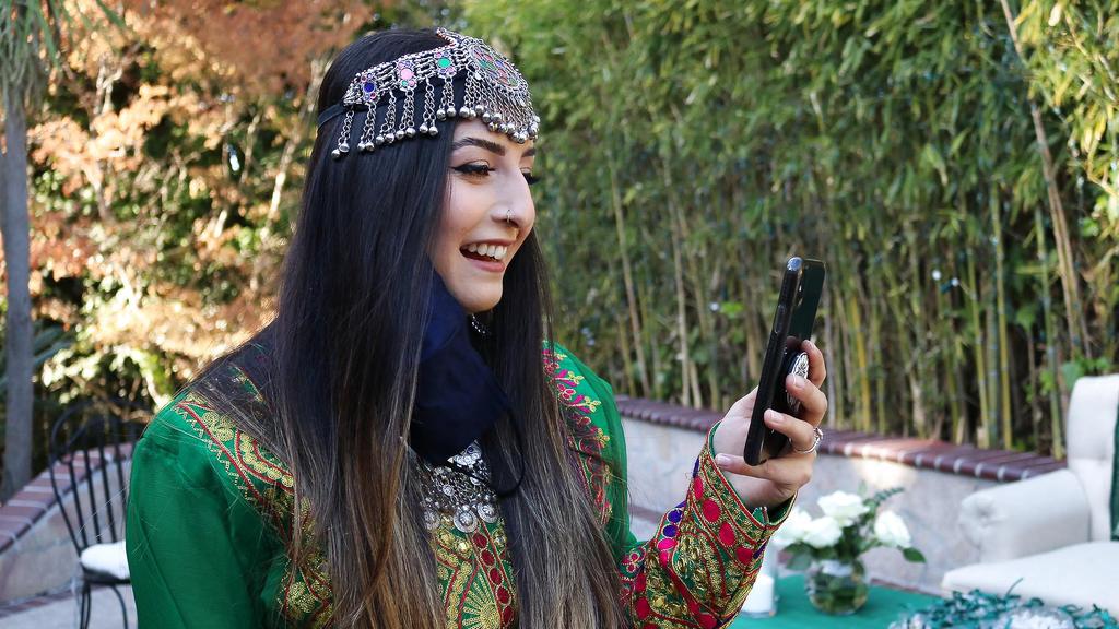 Afghanische Frauen protestieren im Netz für eine Beibehaltung ihrer traditionellen Kleider.