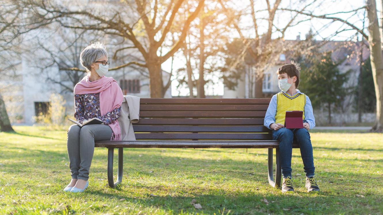 Eine aktuelle Studie bringt neue Erkenntnisse zur Ansteckungsgefahr bei Kindern und Erwachsenen.