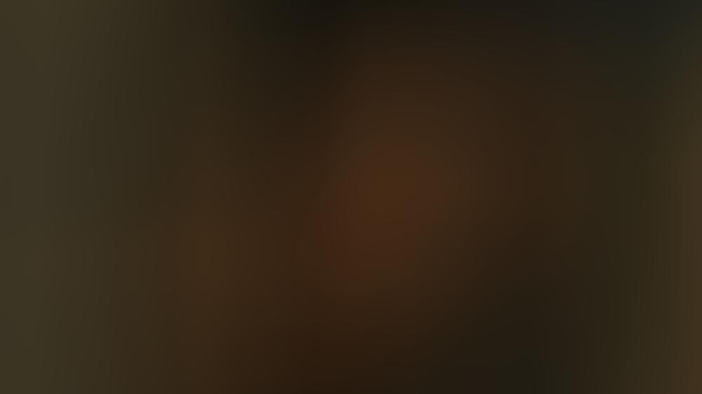 """""""You - Du wirst mich lieben"""": Joe und Love haben ihre Nachbarin Natalie im Auge."""