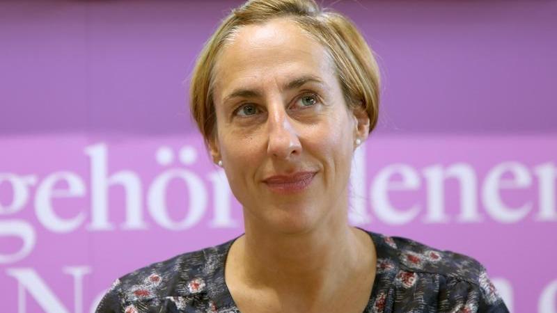 Die Schriftstellerin Judith Hermann auf der Buchmesse Frankfurt. Foto: Susannah V. Vergau/dpa/Archivbild