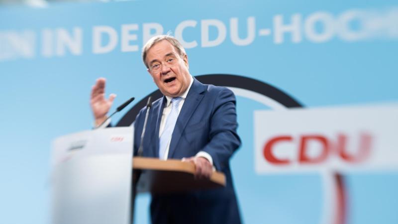 Armin Laschet, Kanzlerkandidat der Union und Vorsitzender der CDU, spricht im Rahmen seiner Wahlkampftour. Foto: Friso Gentsch/dpa