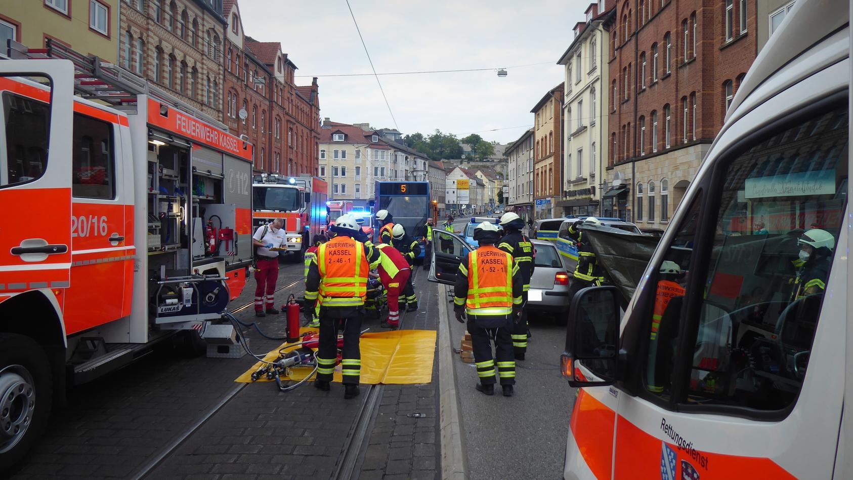 Die Frankfurter Straße war während der Rettungsmaßnahmen gesperrt.