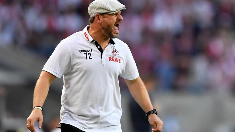 Kölns Trainer Steffen Baumgart gibt Anweisungen. Foto: Marius Becker/dpa
