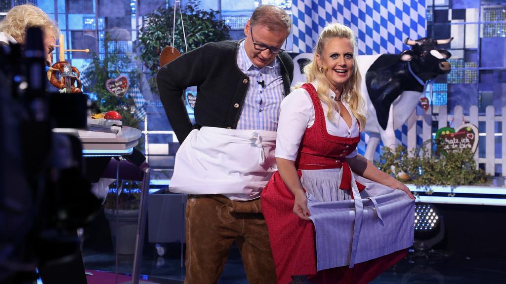 """Lederhosen-Gate bei """"Denn die wissen nicht, was passiert"""": Günther Jauch wird von Barbara Schöneberger abgeschirmt"""
