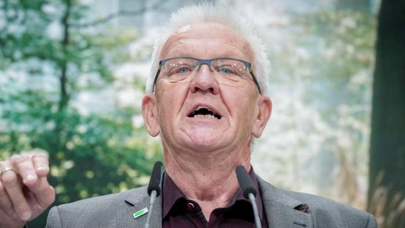 Winfried Kretschmann (Bündnis90/Die Grünen) spricht beim Bundesparteitag der Grünen zu den Parteimitgliedern. Foto: Kay Nietfeld/dpa