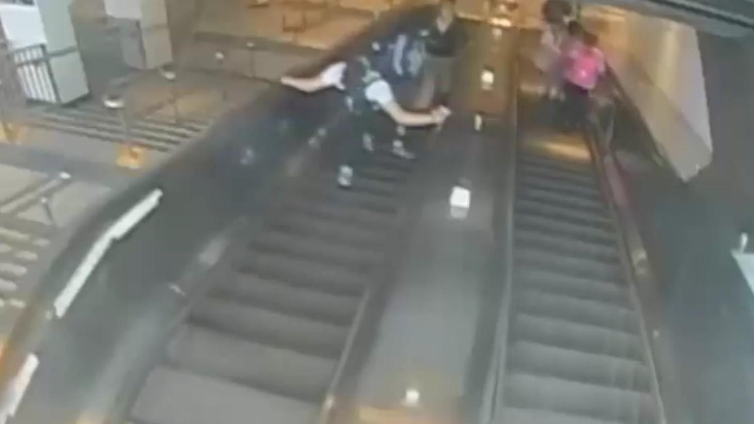 Eine Überwachungskamera filmte den brutalen Tritt.