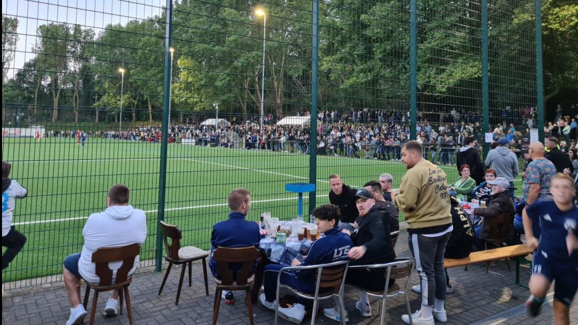 Das Spiel gegen Bövinghausen ging verloren, aber die Wacker-Fans hatten trotzdem einen aufregenden Abend