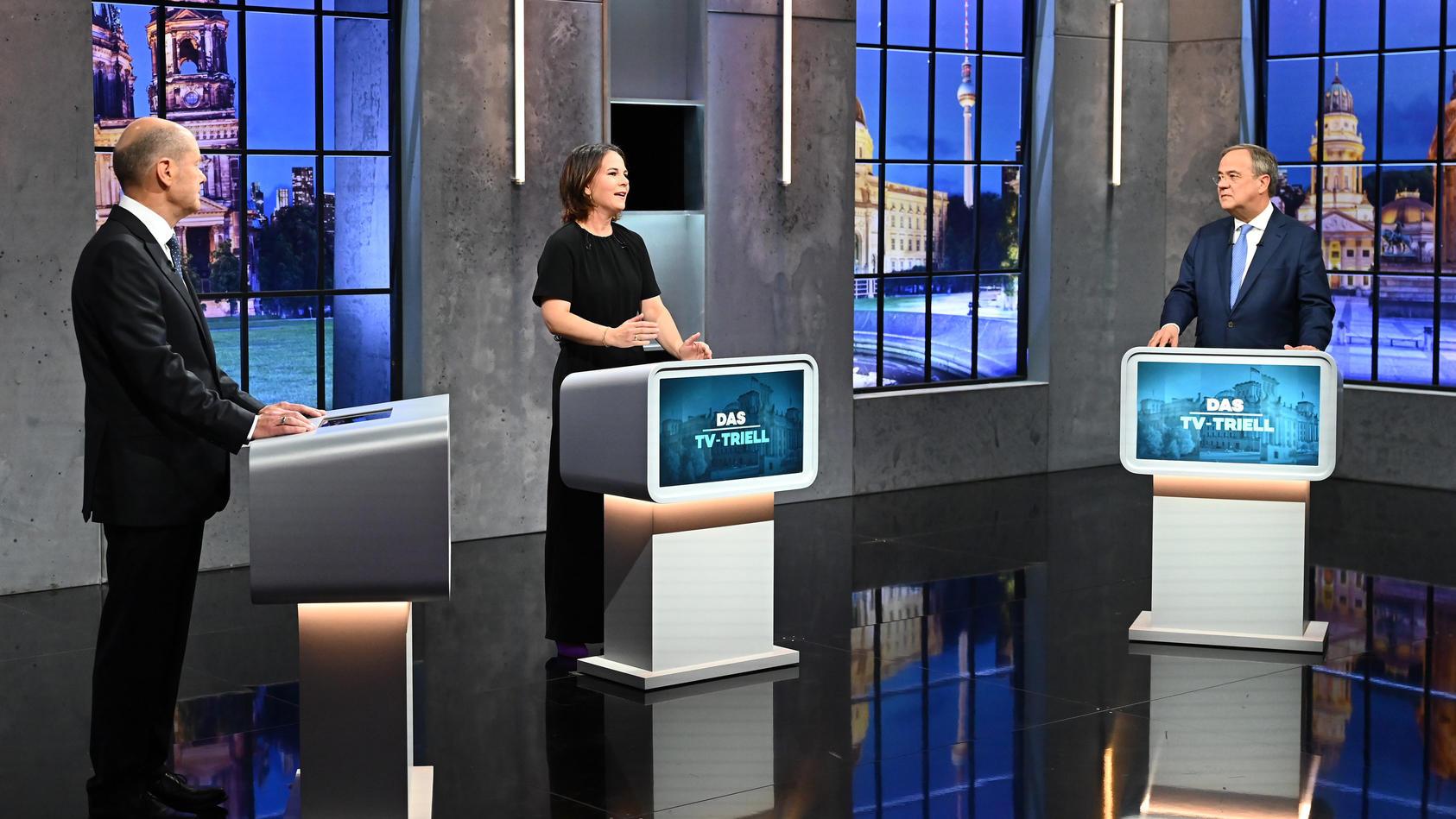 Laut einer Blitzumfrage wirkte Olaf Scholz (l.) beim dritten TV-Triell am überzeugendsten.