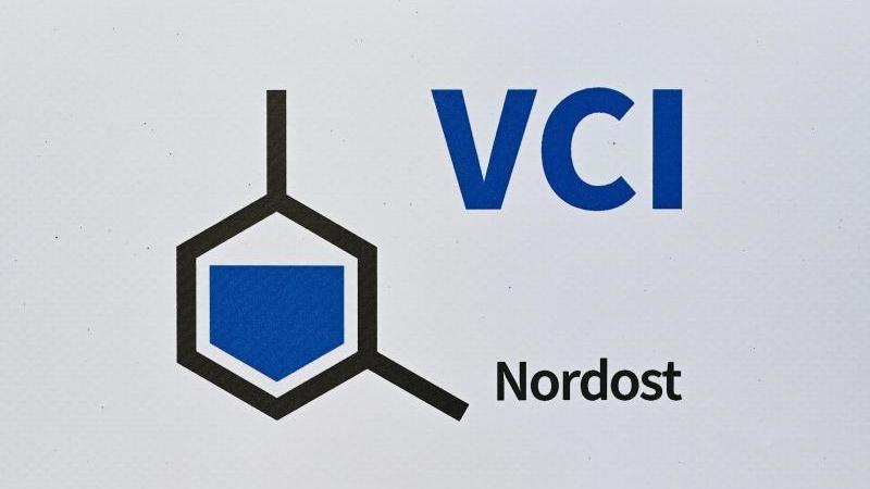 Das Logo vom Verband der Chemischen Industrie e.V. Landesverband Nordost (VCI Nordost). Foto: Patrick Pleul/dpa-Zentralbild/dpa