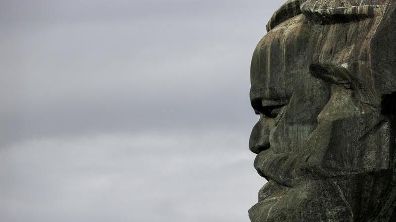 Das vom sowjetischen Bildhauer Lew Kerbel 1971 geschaffene Karl-Marx-Monument. Foto: Jan Woitas/dpa-Zentralbild/dpa