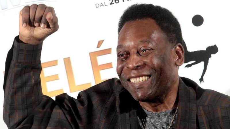 """Pelé setzt auf gute Laune als """"beste Medizin"""". Foto: Mourad Balti Touati/EPA/dpa"""