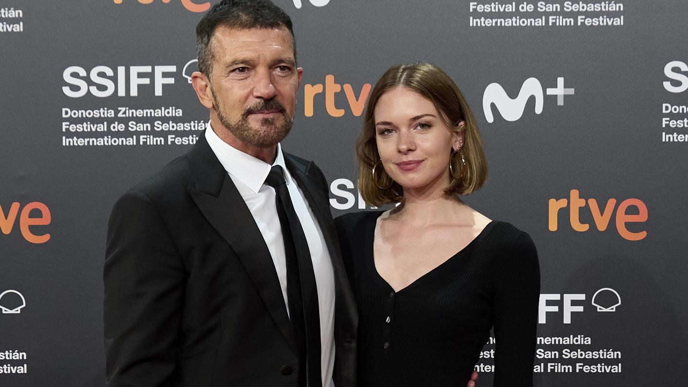 Antonio Banderas und Tochter Stella auf dem Roten Teppich der Filmfestspiele von San Sebastian 2021.