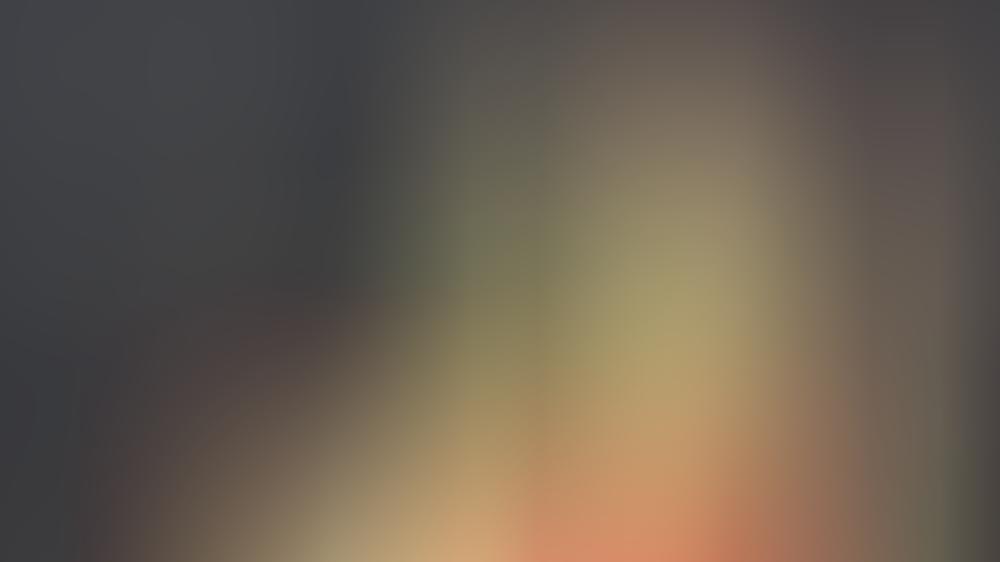 Kaley Cuoco am Sonntag auf dem roten Teppich der Emmy Awards.