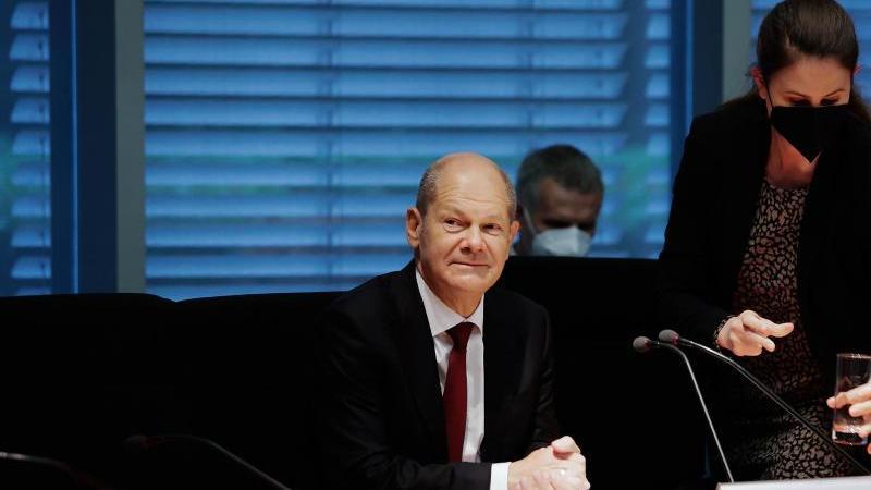 Bundesfinanzminister Olaf Scholz sitzt im Finanzausschuss des Bundestags. Foto: Carsten Koall/dpa