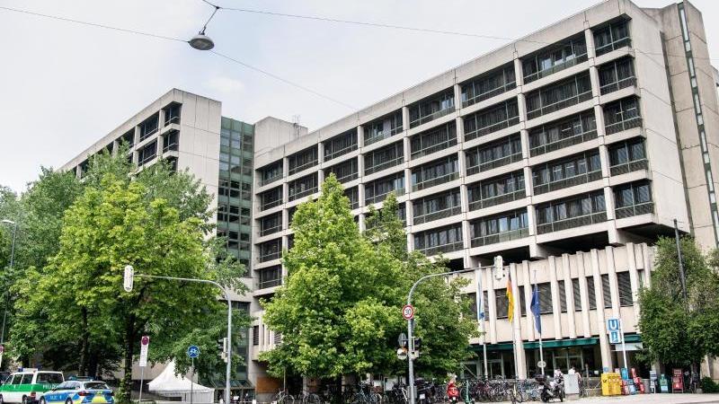 Prozess am Landgericht in München: Ein Mann hat seine Partnerin angeblich jahrelang aus Eifersucht in einer Wohnung eingesperrt.