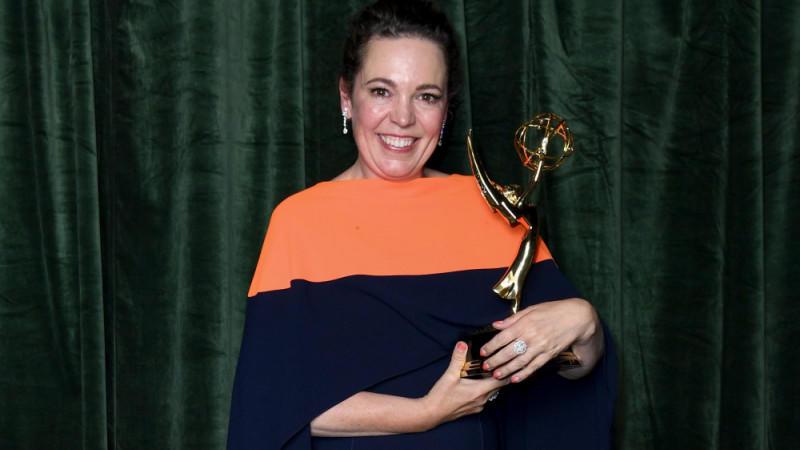 Olivia Colman mit ihrem Emmy-Gewinn