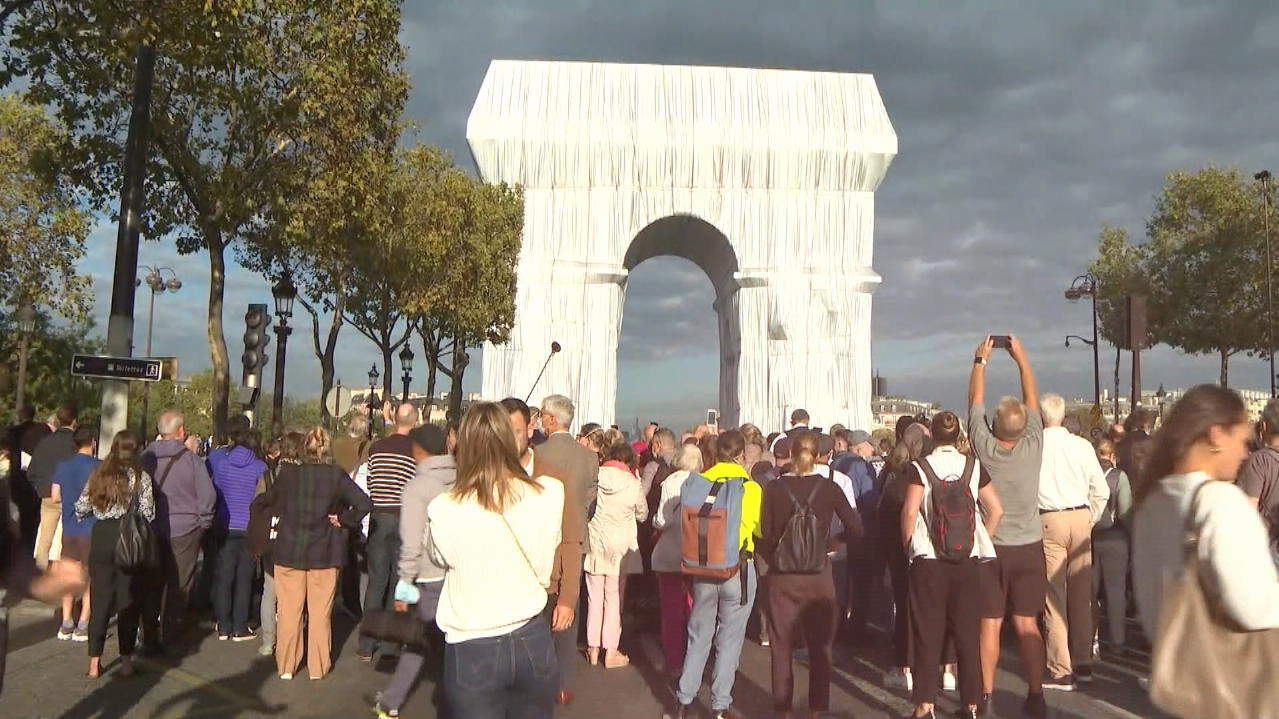 Stoff kommt aus Lübeck - Verhüllter Arc de Triomphe
