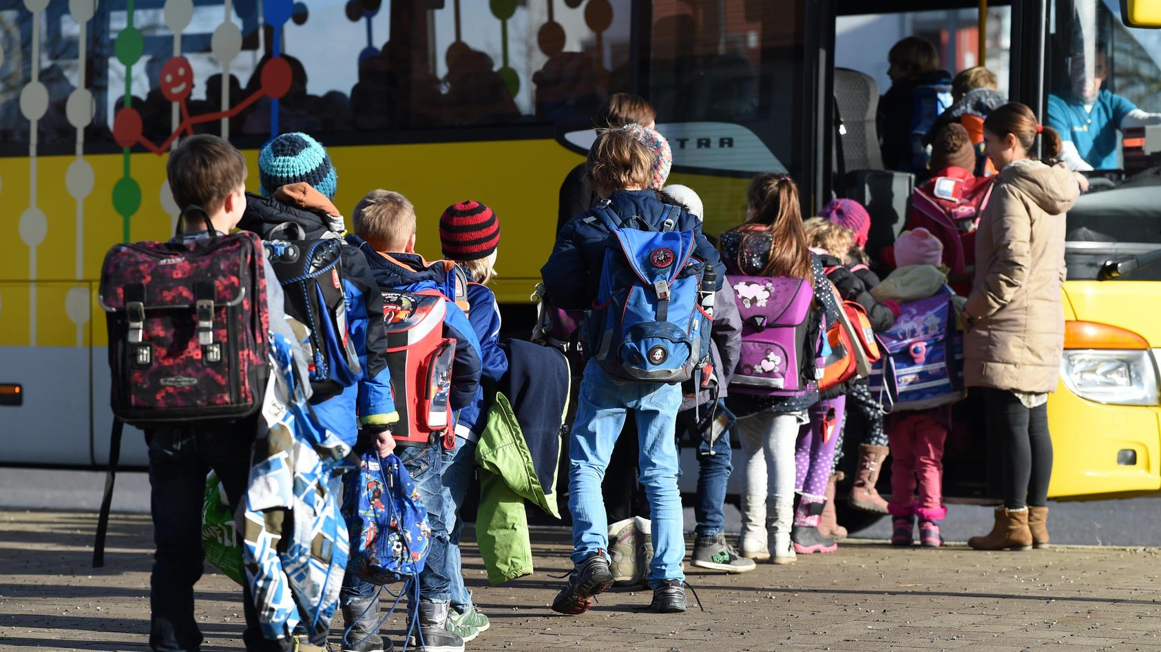 War das der Ort der Ansteckung? Im Bus stehen die Schul- und Kitakinder oft dicht aneinander gedrängt.