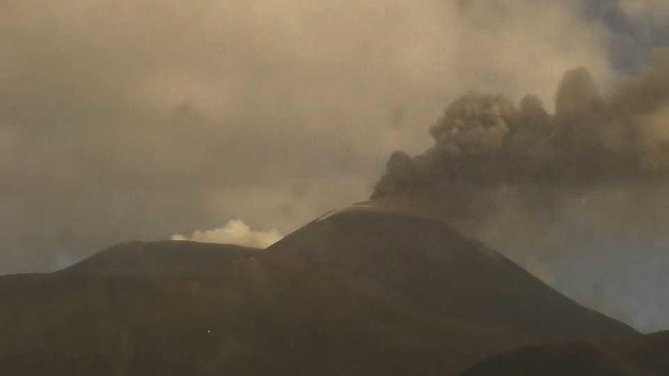 Eine Aschewolke des Vulkans auf Sizilien stieg rund 9.000 Meter auf.