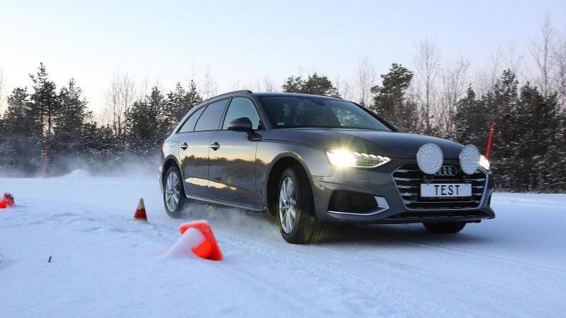 """Auf einem Testgelände in Finnland hat der ADAC 34 Winterreifen-Modelle untersucht. Dabei konnten sieben Modelle mit """"gut"""" überzeugen, zwei fielen durch den Test. Foto: ISP Grube/Wolfgang Grube/dpa-tmn"""