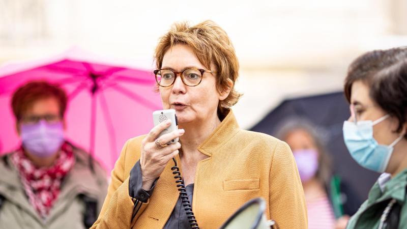 Daniela Behrens (SPD), Ministerin für Soziales, Gesundheit und Gleichstellung in Niedersachsen, spricht. Foto: Moritz Frankenberg/dpa