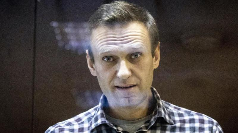 Alexej Nawalny, inhaftierter Oppositionsführer aus Russland, zweifelt das offizielle Ergebnis der Parlamentswahl an. Foto: Alexander Zemlianichenko/AP/dpa