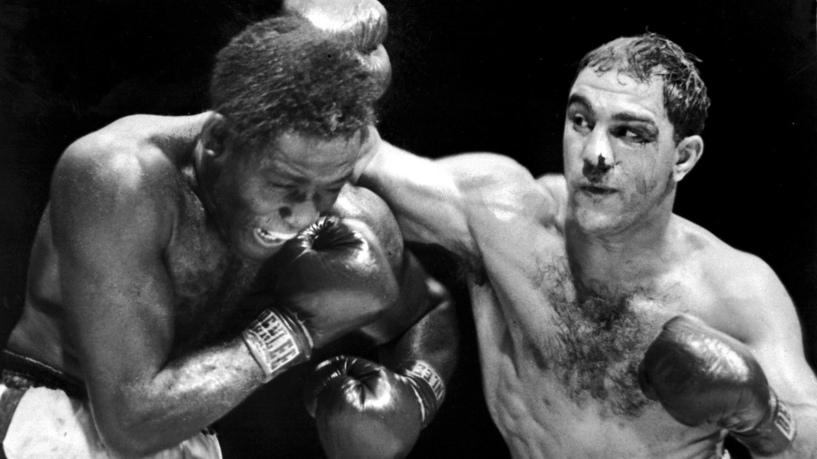 Rocky Marciano (r., hier gegen Ezzard Charles) war im Ring einfach nicht kleinzukriegen, nahm zwei Treffer, um einen selbst zu landen