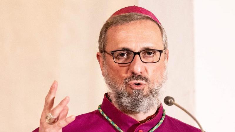 Stefan Heße, katholischer Erzbischof von Hamburg, predigt. Foto: Axel Heimken/dpa