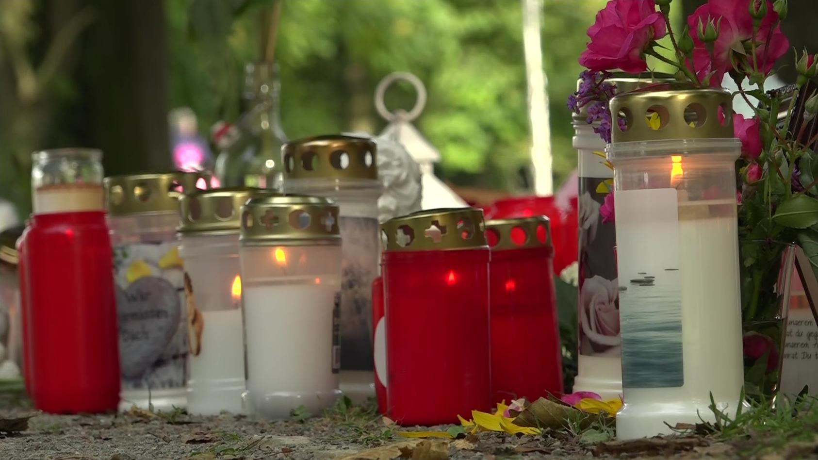 Trauerstelle am Tatort der getöteten 25-Jährigen in Hamm.