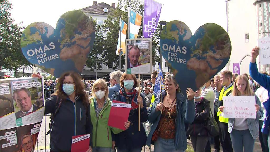 'Omasfor future' demonstrierten gegen den CDU-Wahlkampf in Gießen. Sie fordern eine konsequentere Klimapolitik.