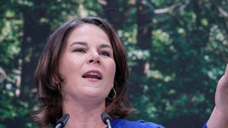 Annalena Baerbock, Kanzlerkandidatin und Bundesvorsitzende von Bündnis 90/Die Grünen, spricht. Foto: Kay Nietfeld/dpa