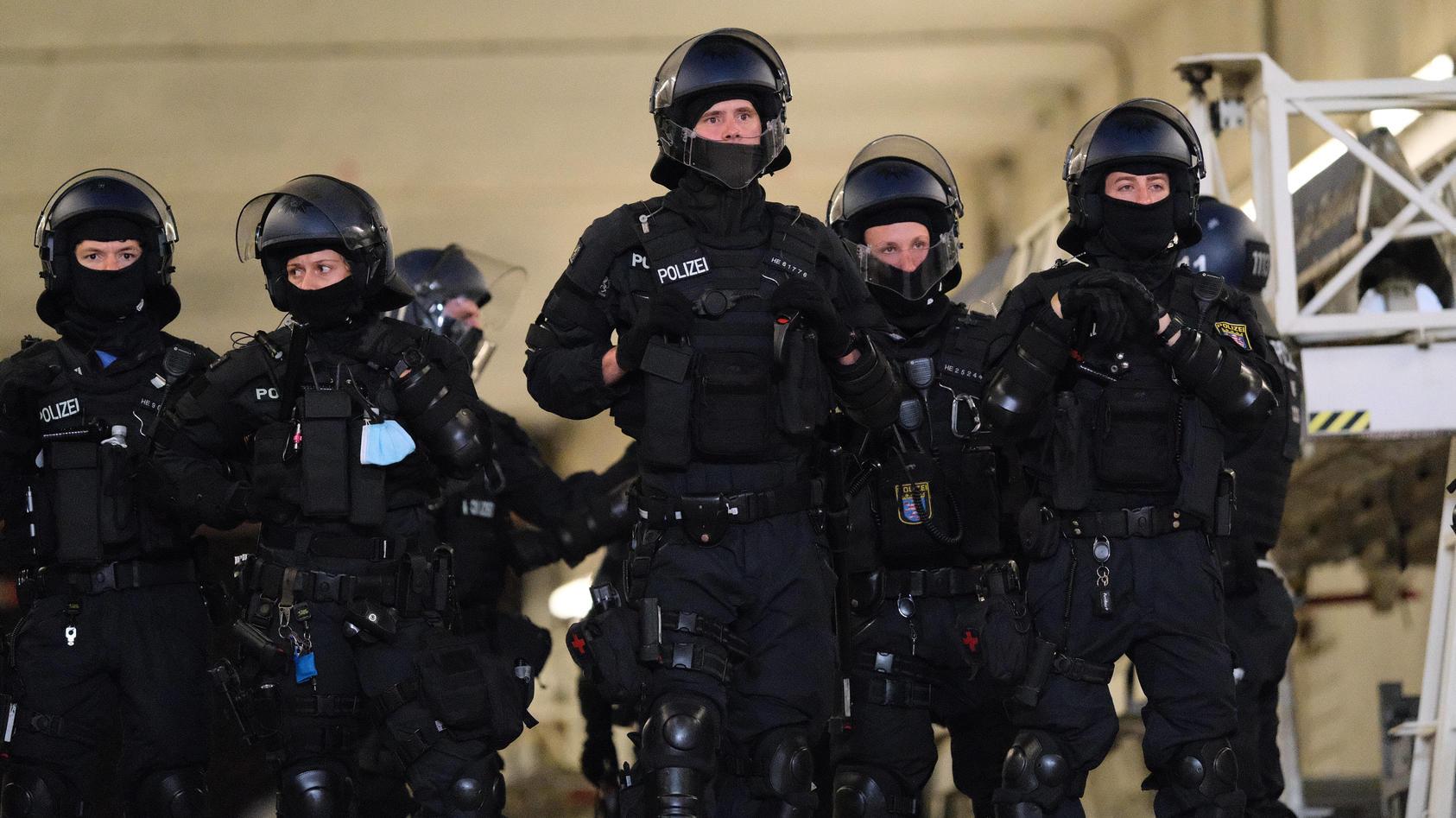 Nach Negativschlagzeilen: unabhängiger Krisenmanager soll zwischen Polizei und Bürgern vermitteln.