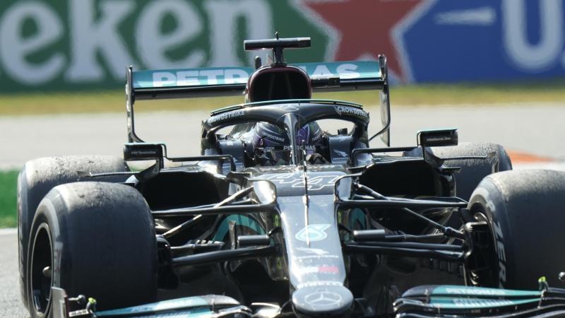 Lewis Hamilton will in Sotschi im Silberpfeil glänzen. Foto: Luca Bruno/AP/dpa