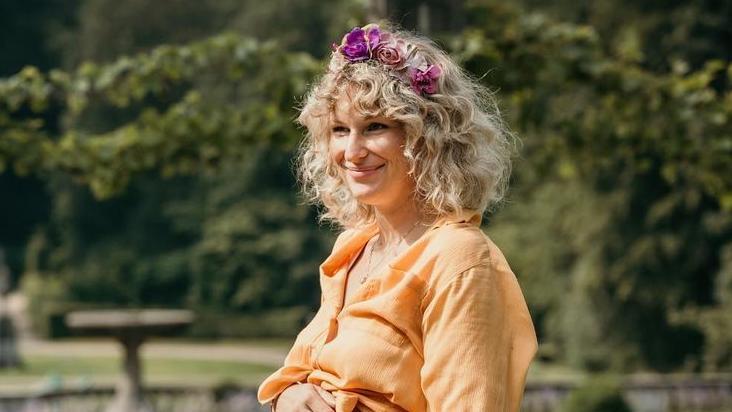 Janni Hönscheid ist kürzlich zum dritten Mal Mama geworden.