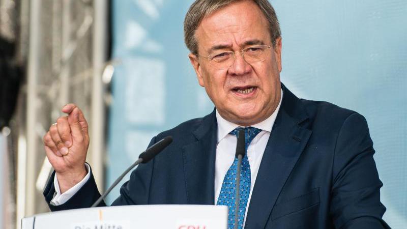 CDU-Kanzlerkandidat Armin Laschet spricht bei einer Wahlkampfveranstaltung. Foto: Oliver Dietze/dpa