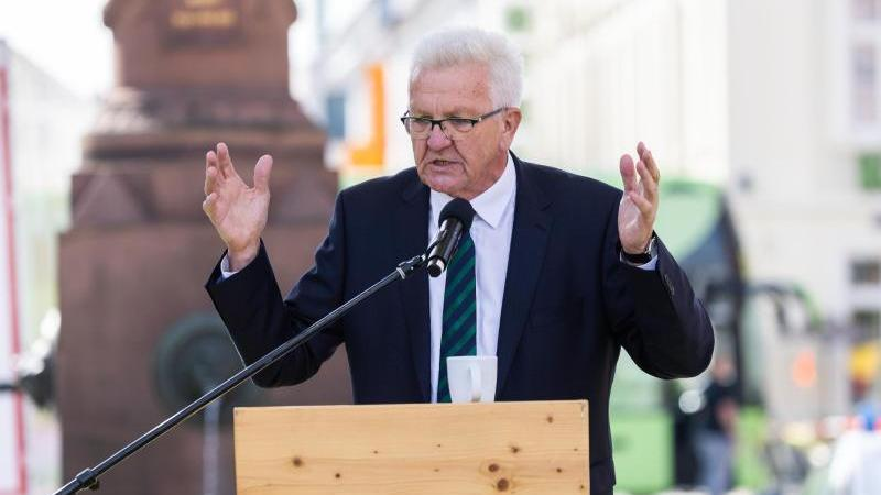 Baden-Württembergs Ministerpräsident Winfried Kretschmann spricht bei einer Wahlkampfveranstaltung. Foto: Philipp von Ditfurth/dpa