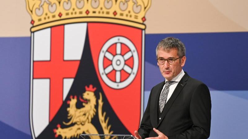Der rheinland-pfälzische Landtagspräsident Hendrik Hering spricht in Mainz.