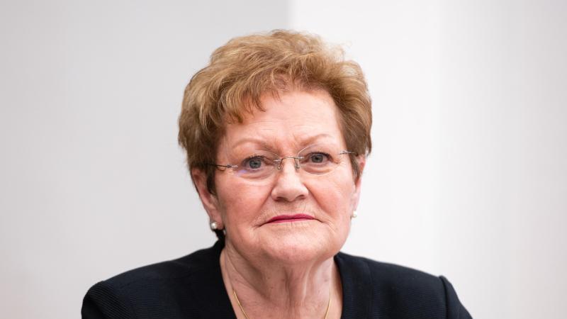 Monika Bachmann (CDU), saarländische Ministerin für Gesundheit, sitzt im Landtag. Foto: Oliver Dietze/dpa