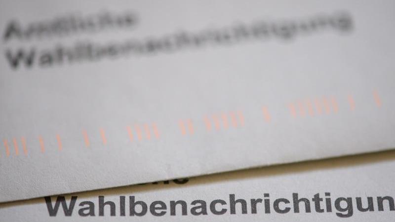 """Ein Briefumschlag mit der Aufschrift """"Wahlbenachrichtigung"""". Foto: Klaus-Dietmar Gabbert/dpa-Zentralbild/dpa/Symbolbild"""
