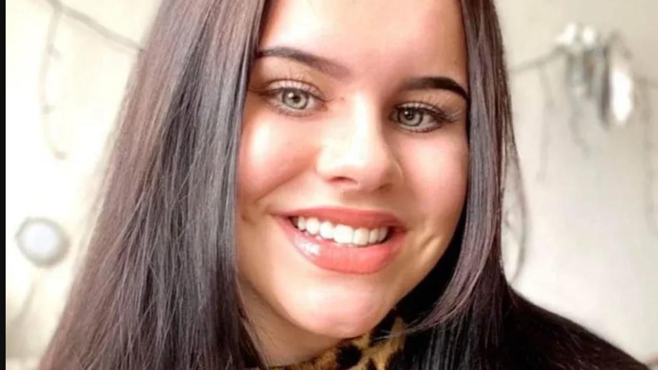 Dieses Foto von Wiktoria T. (16) haben ihre Eltern den Medien zur Verfügung gestellt. Es soll ihr Kind so zeigen, wie es einmal war: Fröhlich, lächelnd.